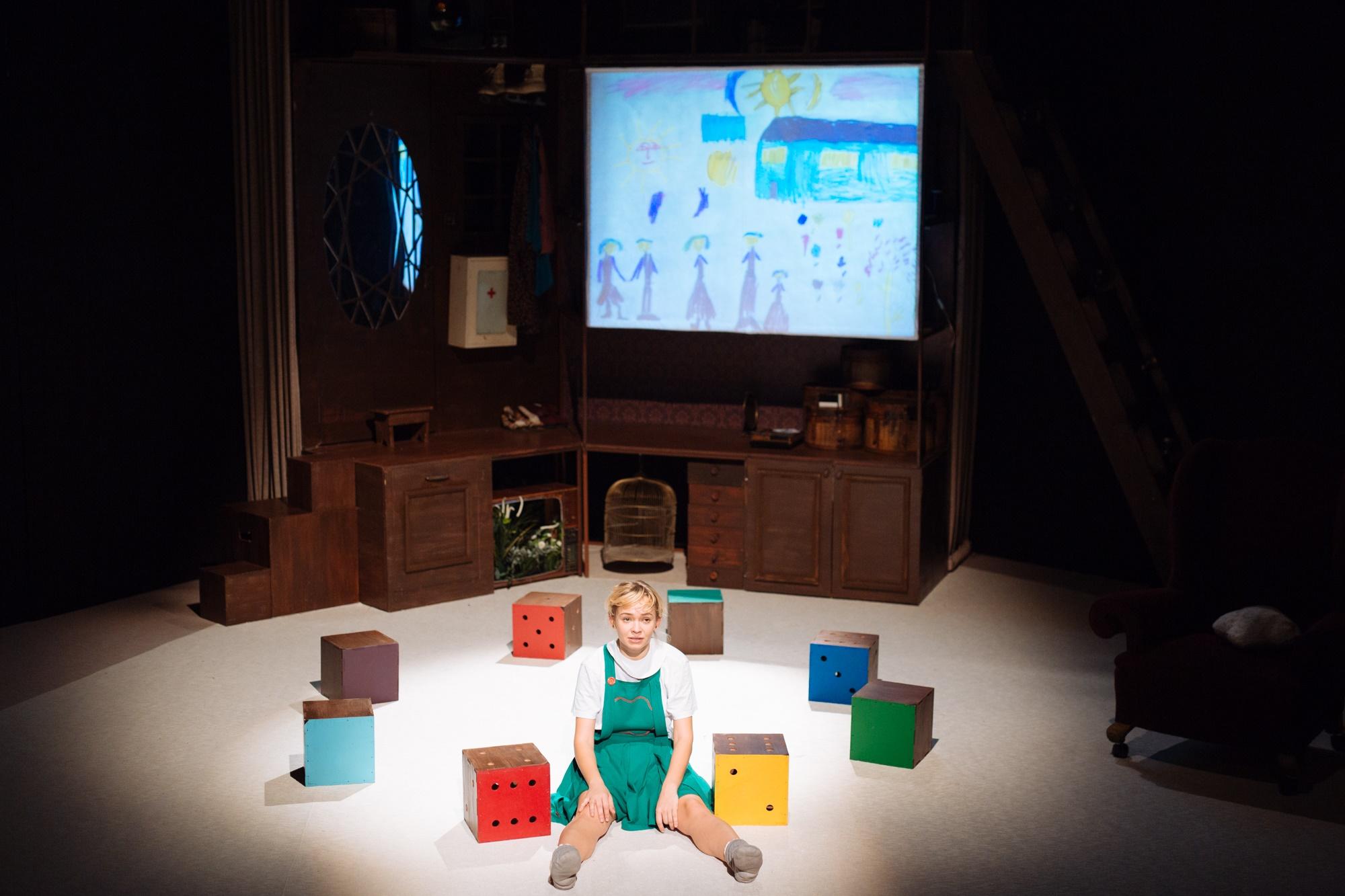 Fetița Soldat se joacă la Sala Mică, în programul 9G la TNB Foto: Adi Bulboacă